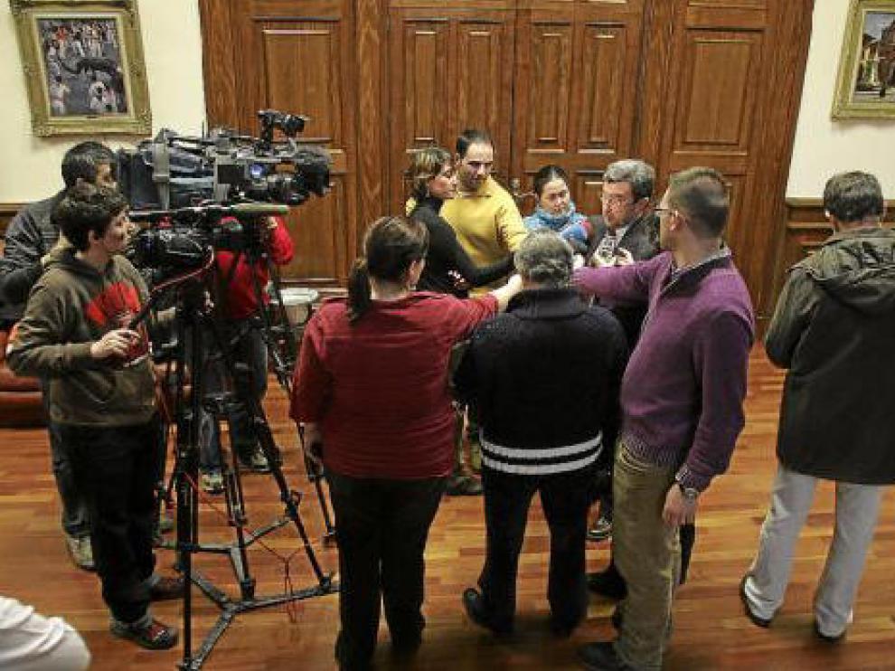 Ferrer explica a los medios de comunicación su postura sobre la crisis del equipo de gobierno PAR-PSOE.