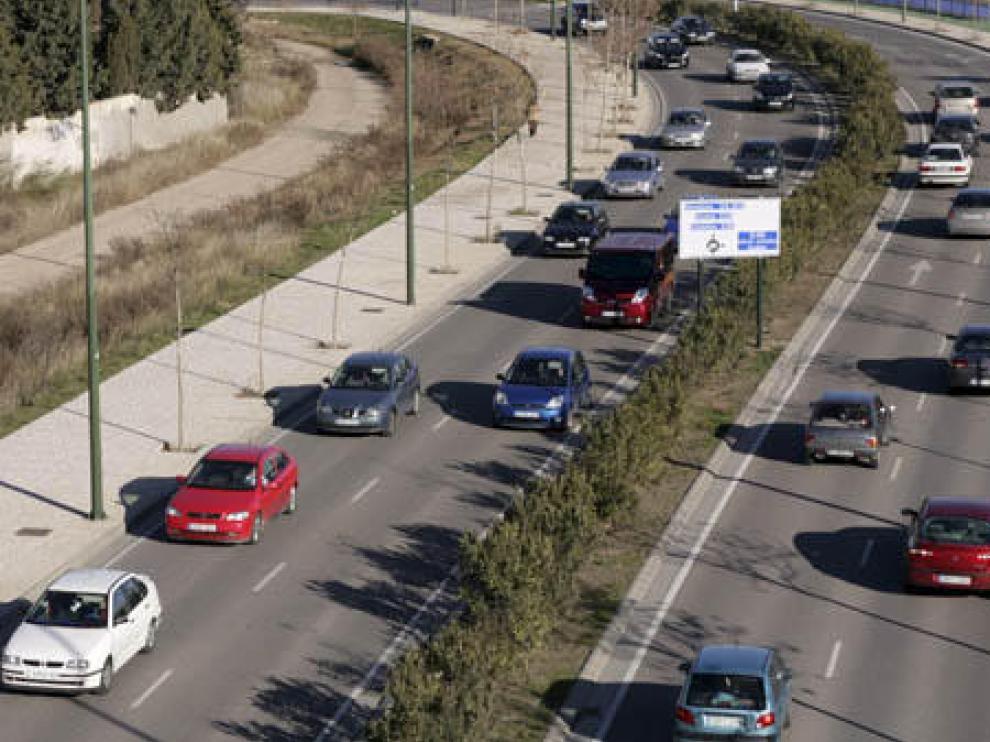 Tráfico en la Ronda Hispanidad en Zaragoza.