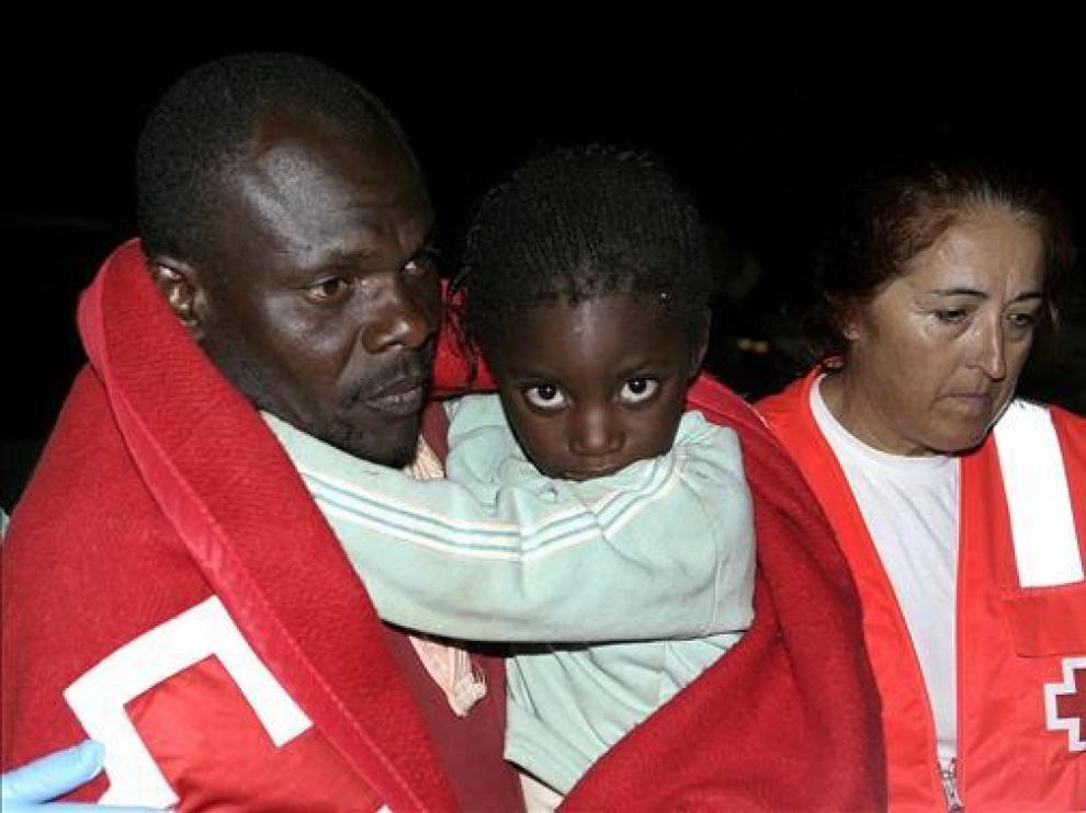 Detenidos 34 inmigrantes subsaharianos que llegaron en una patera a Motril