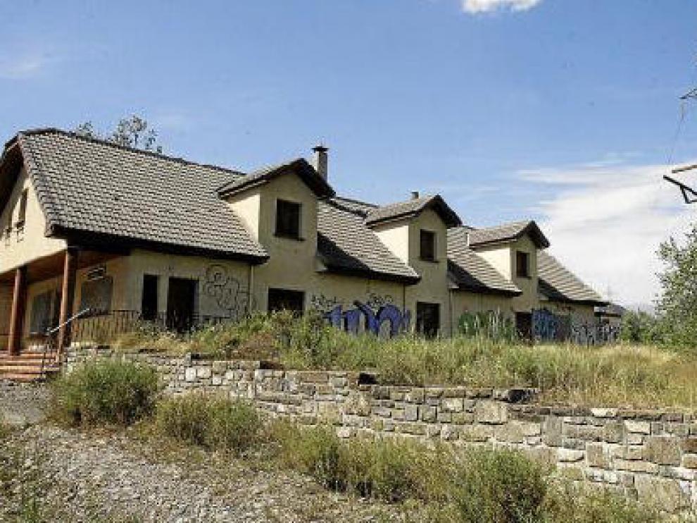 El campin está abandonado desde que ocurrió la riada hace más de 12 años.