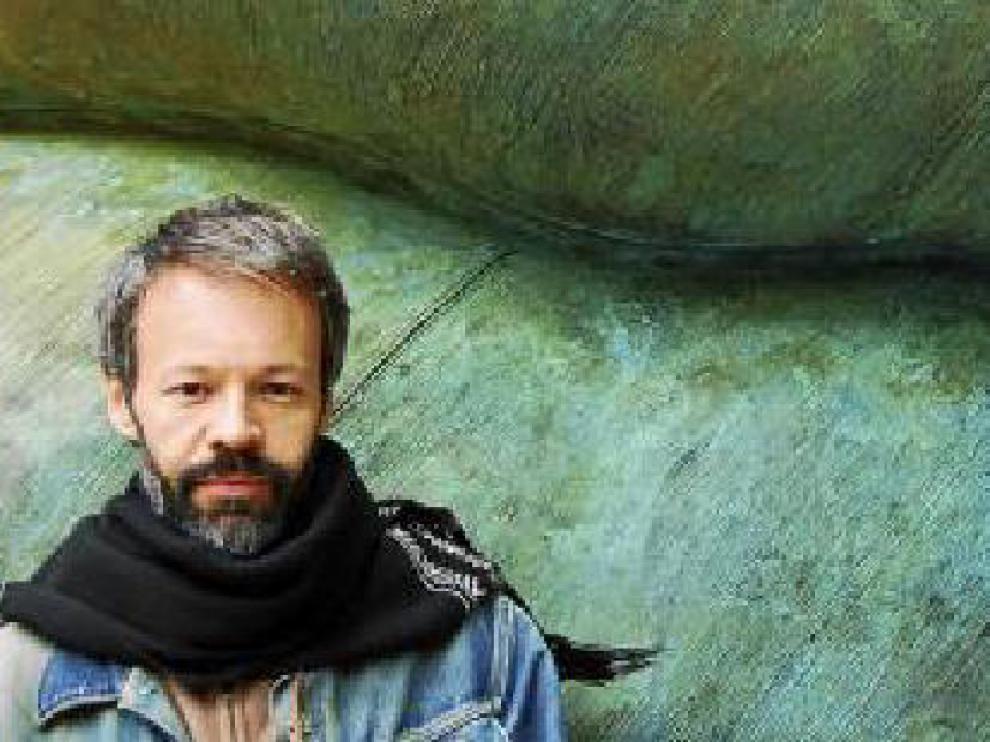 Ferro pasó por siete años de retiro antes de editar un disco cuyo nombre lo dice todo: ¿Canciones que un hombre no debería cantar¿.