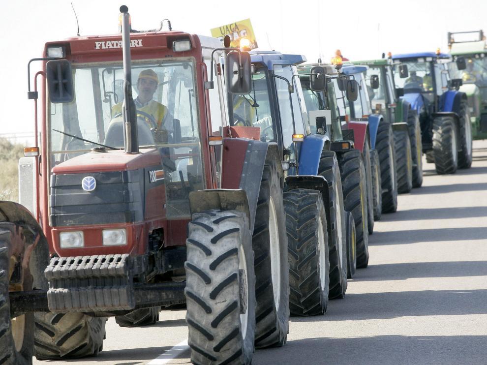 Foto de archivo de tractores agrícolas