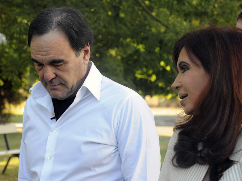Oliver Stone junto a la presidenta argentina Cristina Fernández