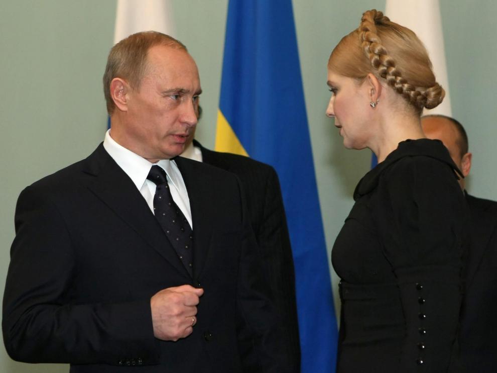 La primera ministra ucraniana, Yulia Timoshenko, junto a Vladímir Putin