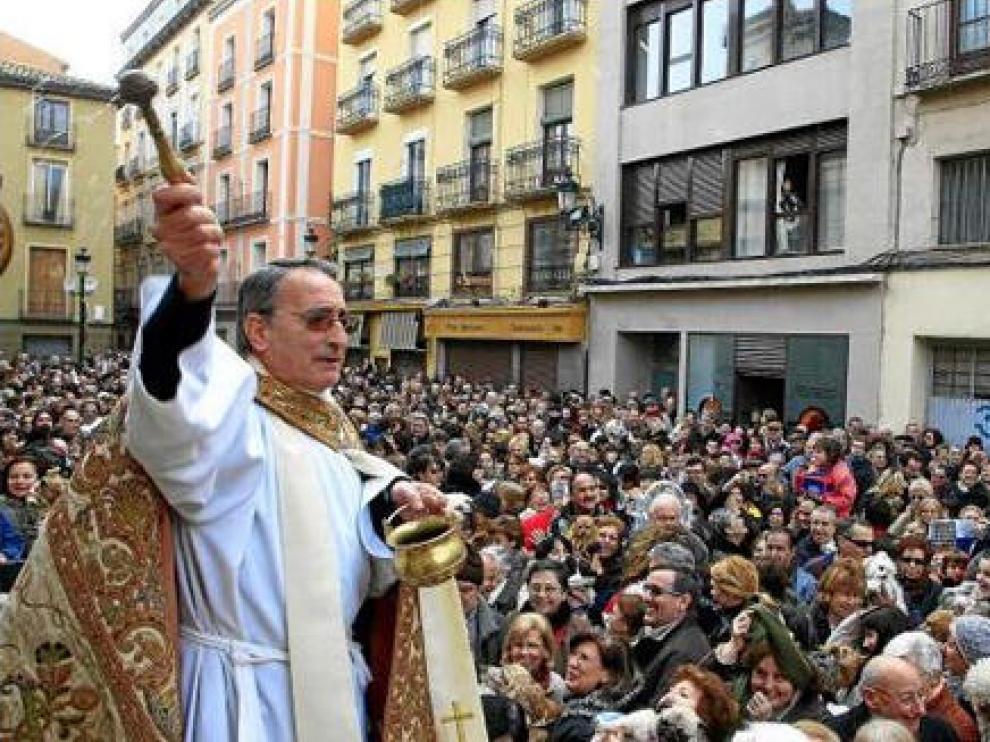 Jesús Domínguez, párroco de San Pablo, bendice a los animales por San Antón