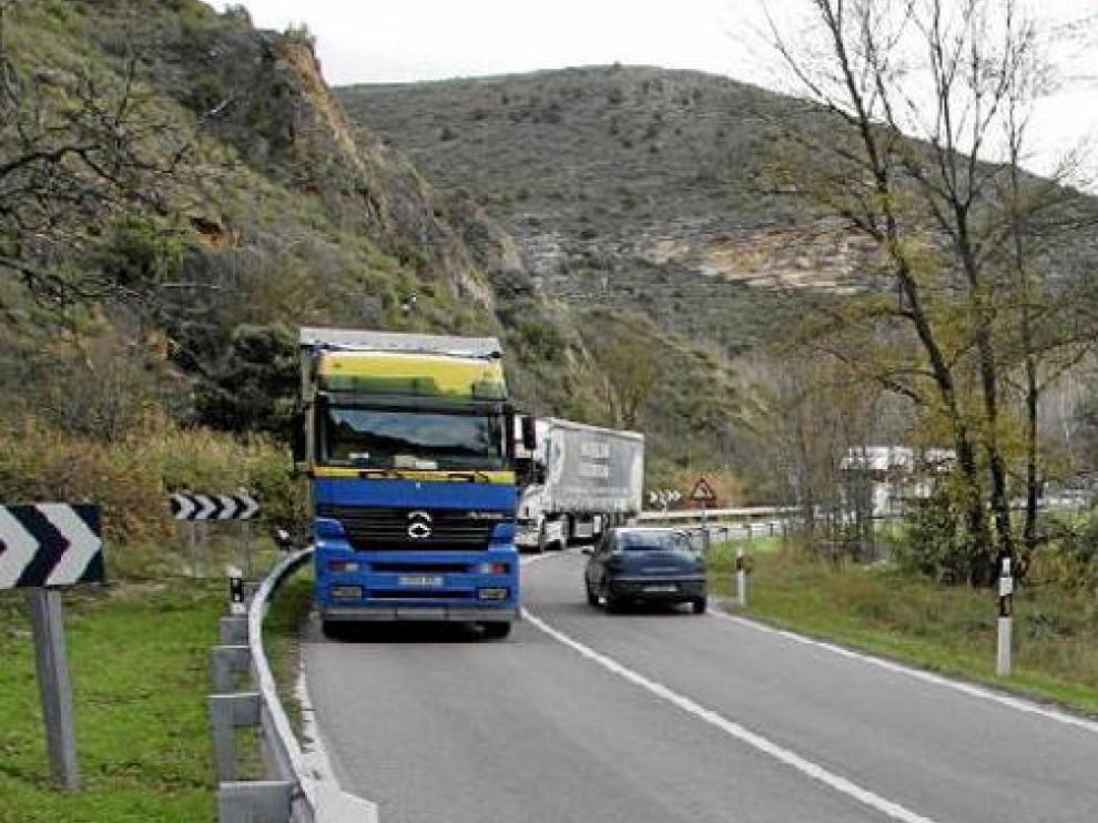 La carretera N-311, que une Teruel y Cuenca, es estrecha, tortuosa y sin arcenes