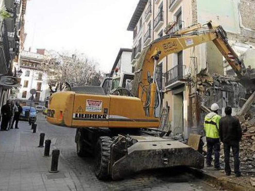 Las palas finalizaron el derribo del Caserío Aragonés ayer por la mañana.
