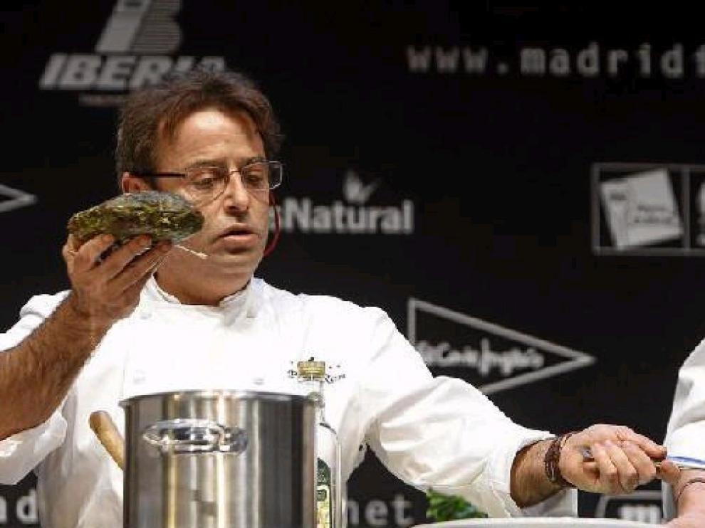 Paco Ron, del restaurante Viavélez de Madrid, en una demostración durante la jornada inaugural de Madrid Fusión