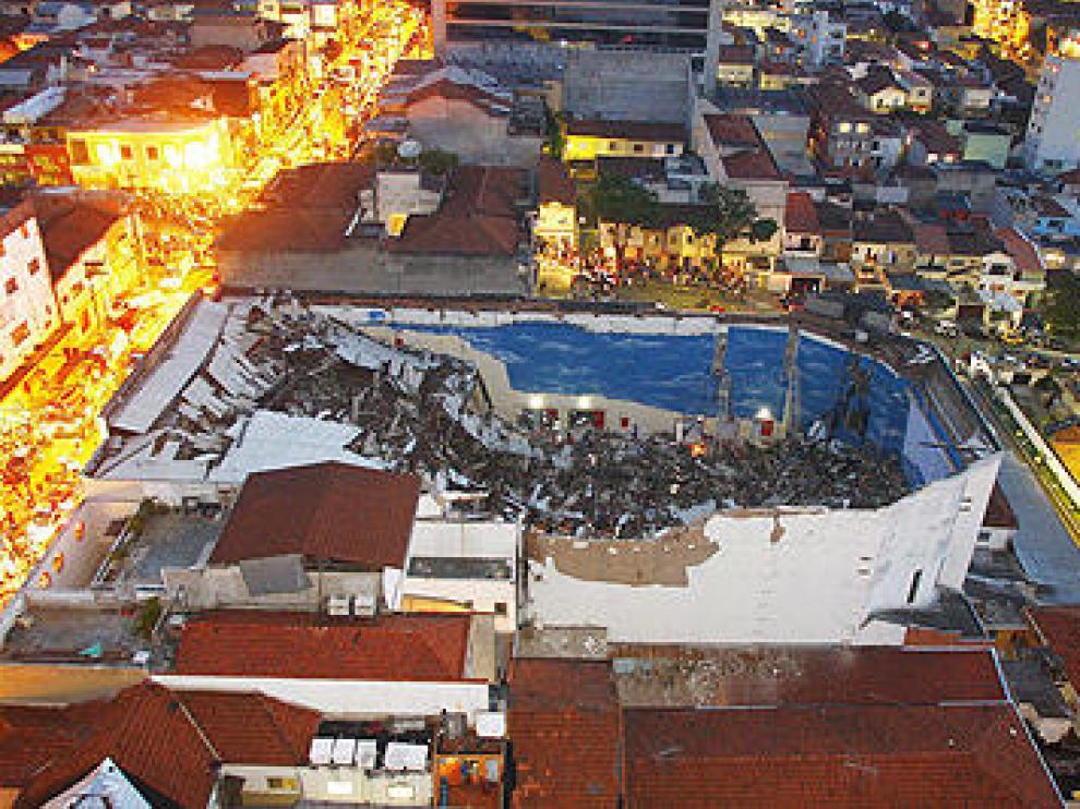 Imagen del edificio colapsado