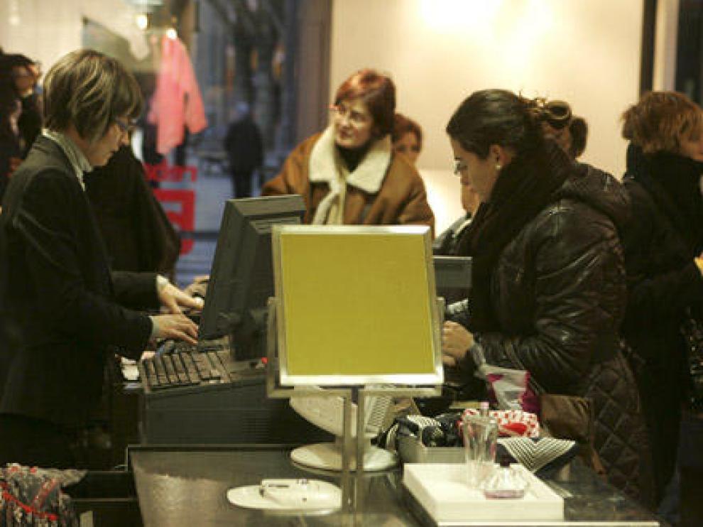 El sector servicios es el que más trabajo femenino genera.