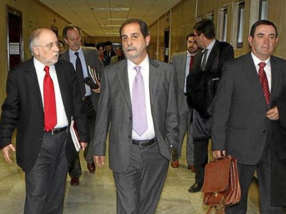 Víctor Morlán, Javier Velasco y Alfonso Vicente, ayer tras la reunión en el Ministerio de Fomento