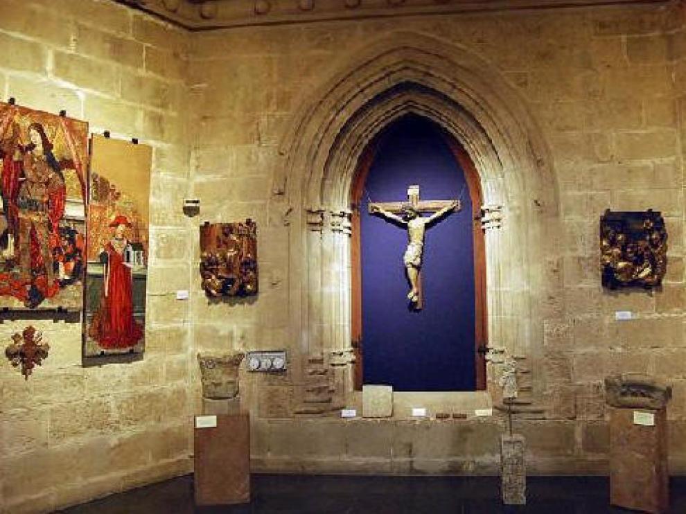 Varias tablas, retablos y crucifijos que se exponen en el actual Museo Diocesano de Barbastro y que se trasladarán al del Palacio Episcopal