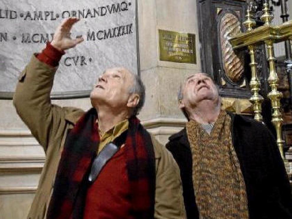 Antonio López y Francisco López en el Pilar, en el lugar donde proponen instalar el grupo escultórico