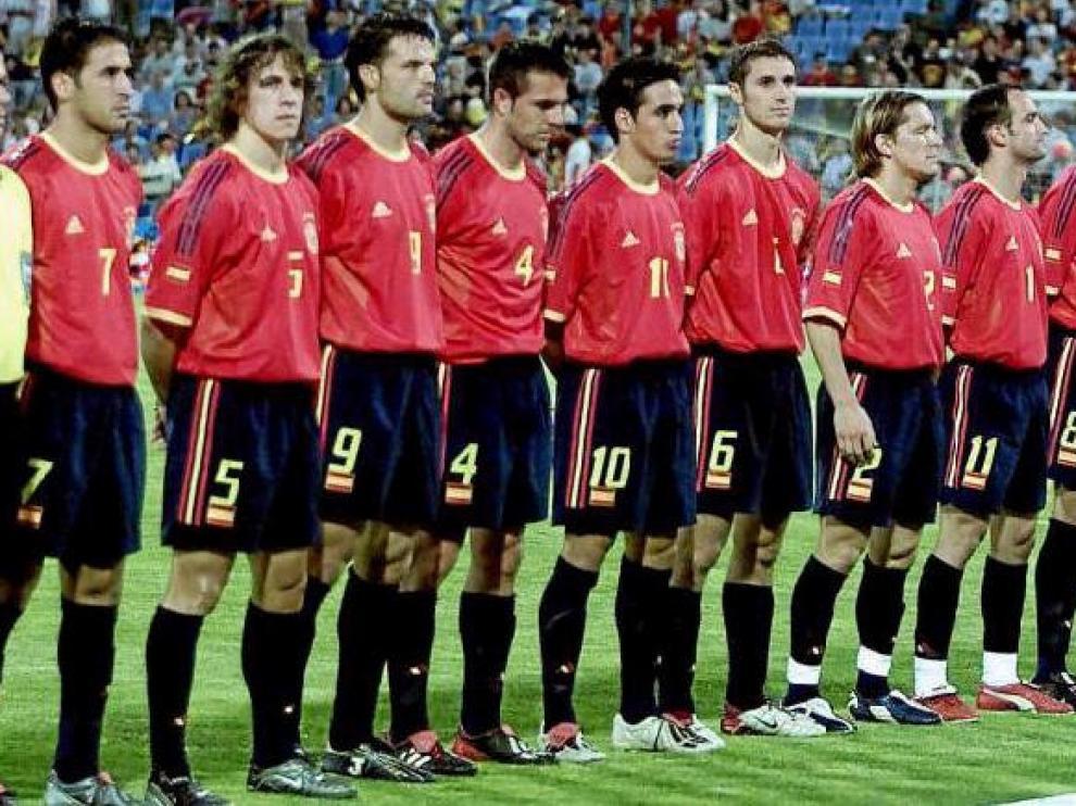 Alineación de España en el último compromiso internacional en el estadio de La Romareda, en junio de 2003. Cayó ante Grecia por 0-1