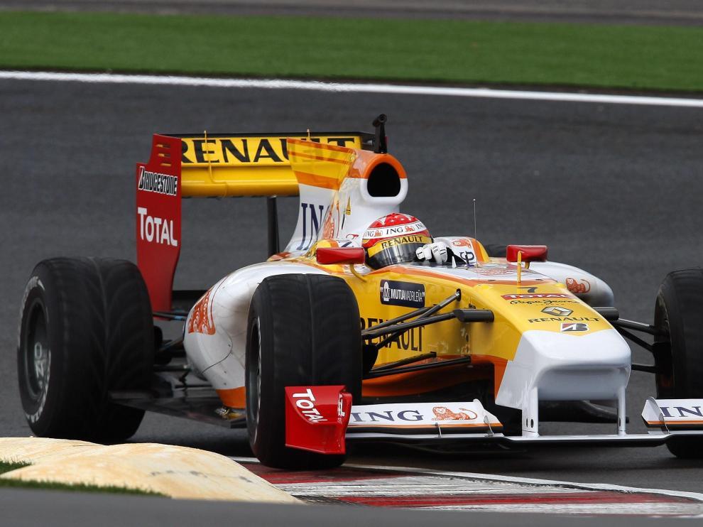 El español Fernando Alonso al volante de su nuevo monoplaza