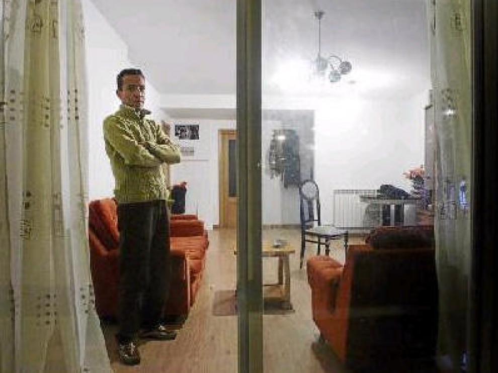 Said Jabaly, en su piso. Necesita venderlo con urgencia para salvar el embargo