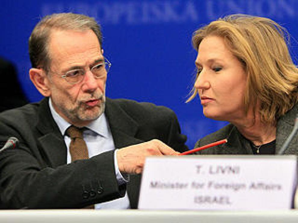 Solana (i) junto a Livni (d)
