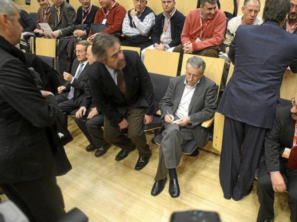 De izquierda a derecha, Belloch, Toxo, Iglesias (de espaldas) y Buey, en la apertura del X Congreso de CC. OO. Aragón en el Auditorio