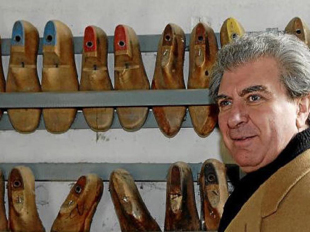 César Antonio Molina, en la zapatería de la antigua Beneficencia, donde se ubicará el futuro museo.
