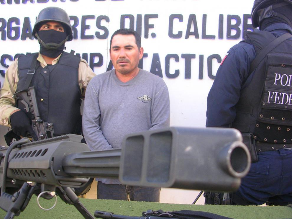 Santiago Meza Flores (c), confesó haber deshecho en ácido a unos 300 cuerpos de personas que mantenían deudas del 'narco' Teodoro Eduardo García Simental