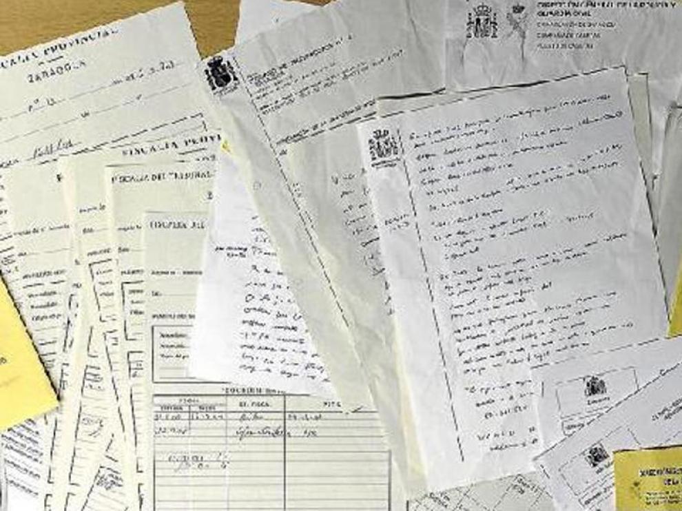 En el contenedor ubicado junto al TSJA aparecieron sentencias, informes y otros documentos.