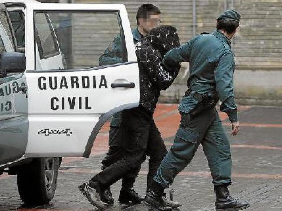 El detenido llegó a los juzgados por la mañana, pero no declaró hasta las cinco de la tarde.