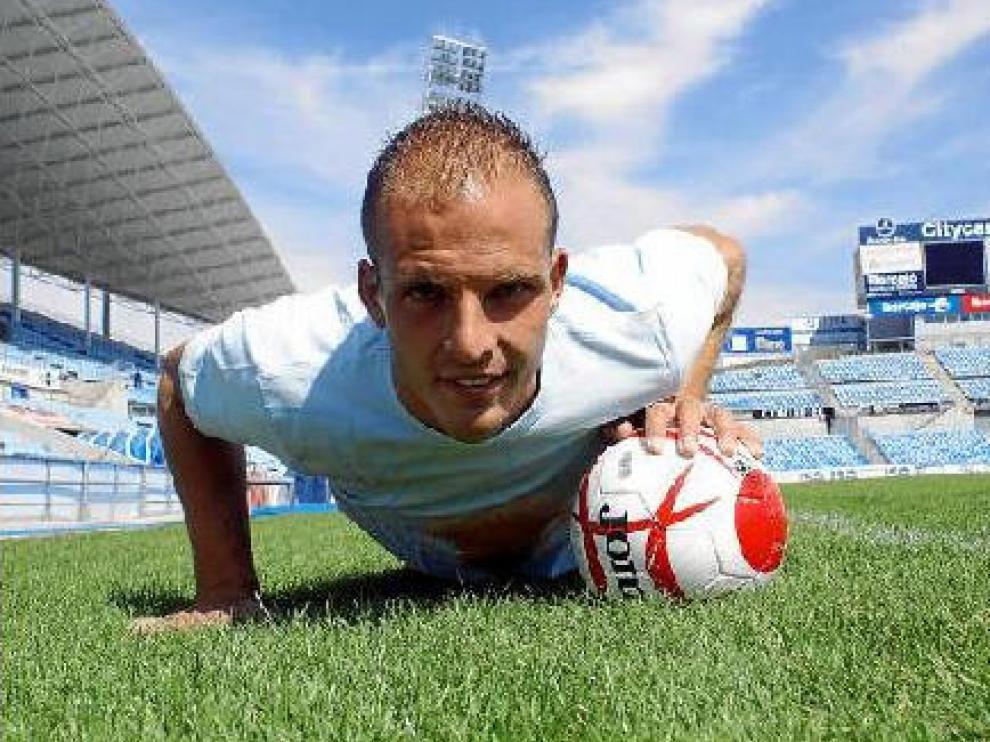 Kepa posa sobre el césped del Coliseum Alfonso Pérez Muñoz, el estadio del Getafe, su actual club.