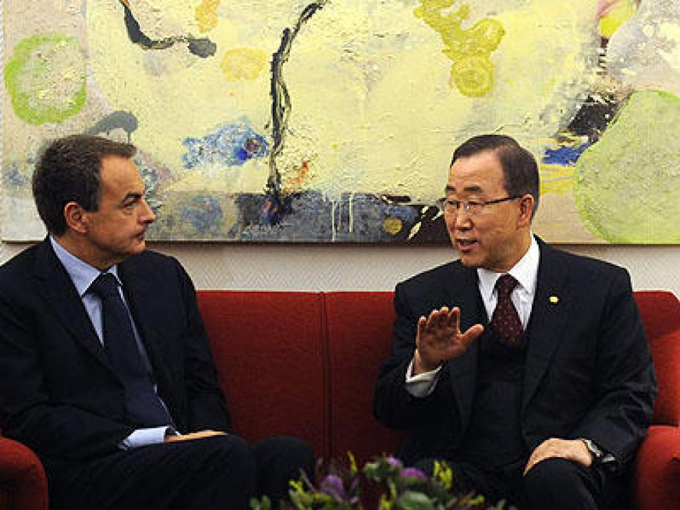 Zapatero (d) y Ban Ki Moon (d)
