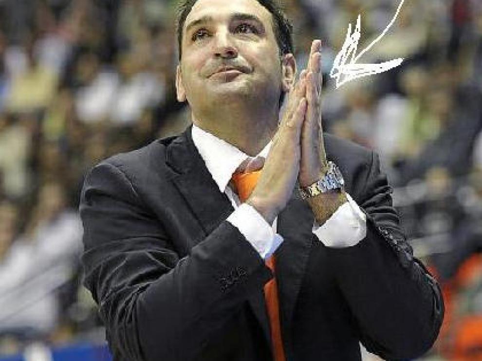 Luis Guil se frota las manos en el anterior partido contra el CAI Zaragoza.