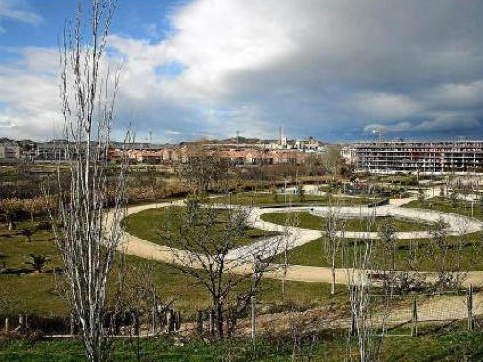 El terreno del futuro complejo deportivo de Cuarte, tras el parque municipal, situado en primer término.