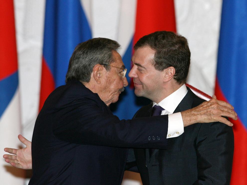 Los presidentes de Rusia, Dmitri Medvédev, y Cuba, Raúl Castro