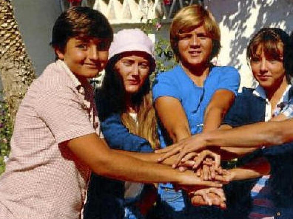 Quique, Bea, Javi, Desi y Pancho, en un fotograma de la popularísima serie de Antonio Mercero.