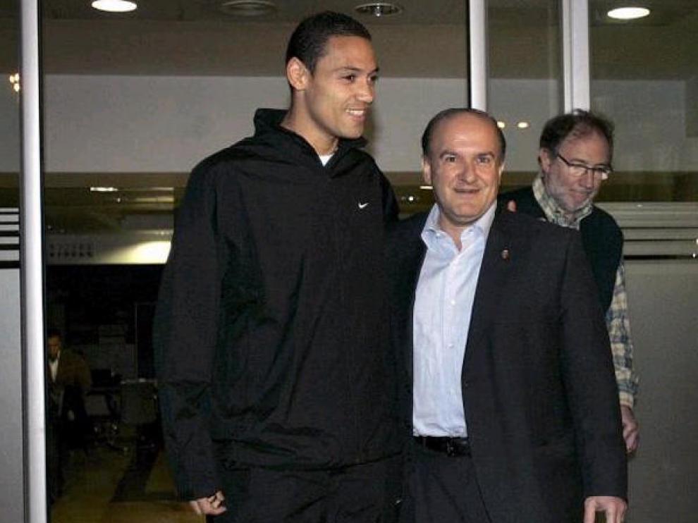 Oliveira posa con Bandrés