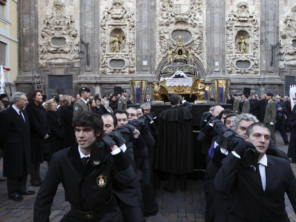 Abandonó a hombros y sobre una peqna la iglesia de Santa Isabel de Portugal