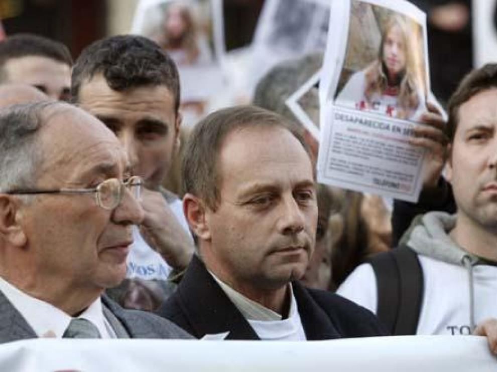 El abuelo y padre de Marta del Castillo, en una manifestación