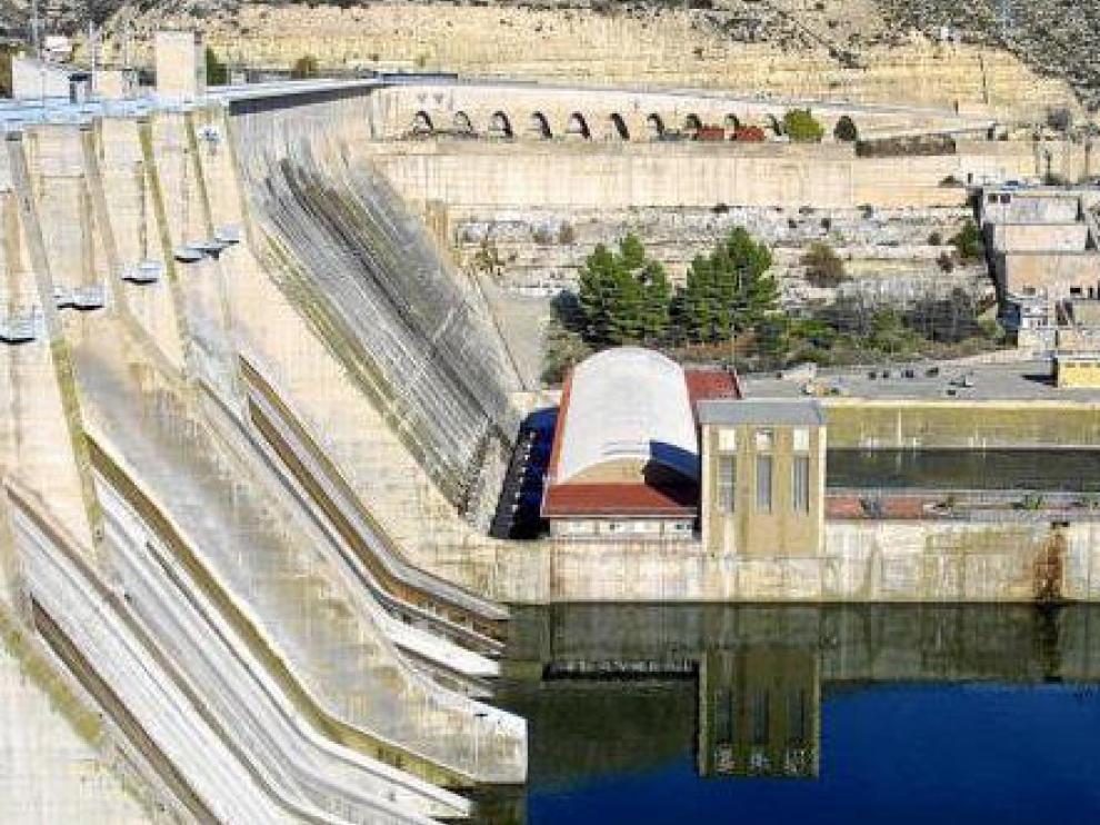 Embalse y central hidroeléctrica de Mequinenza (que sigue en manos de Endesa)