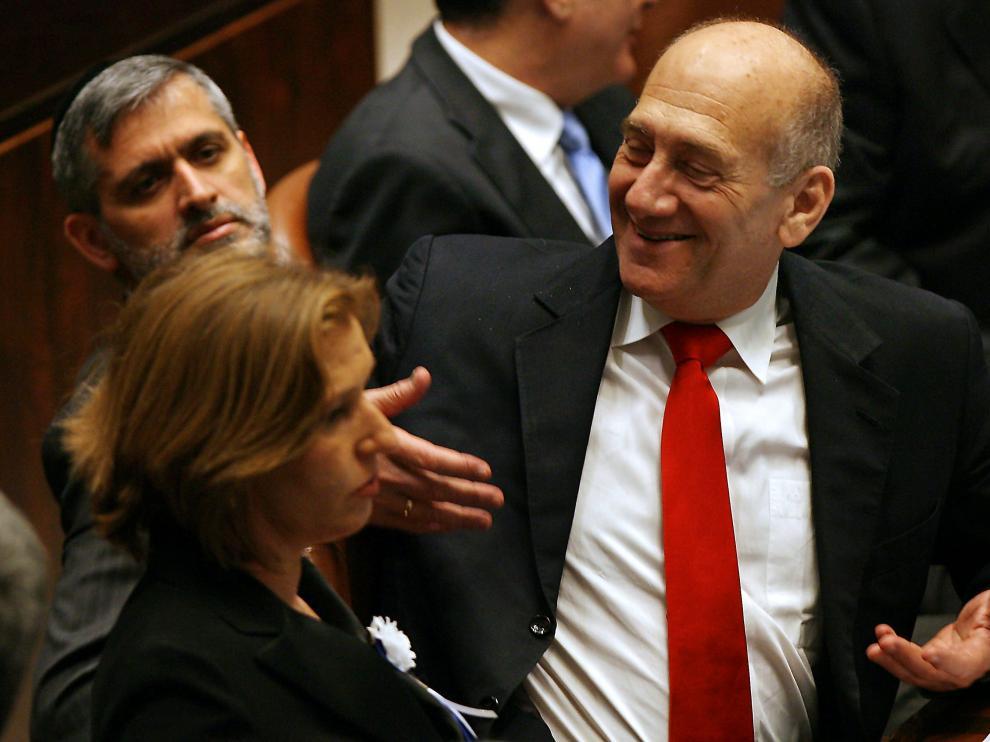 Olmert en primer plano y Livni en segundo