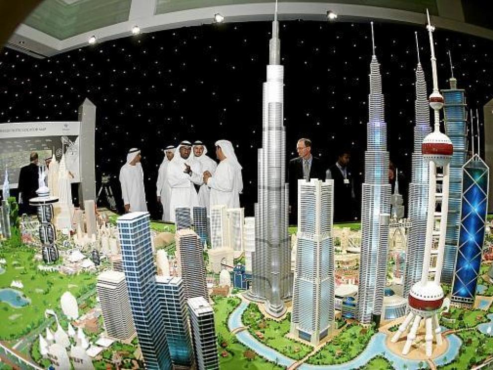 Exhibición de un macroproyecto turístico en Emiratos Árabes Unidos.