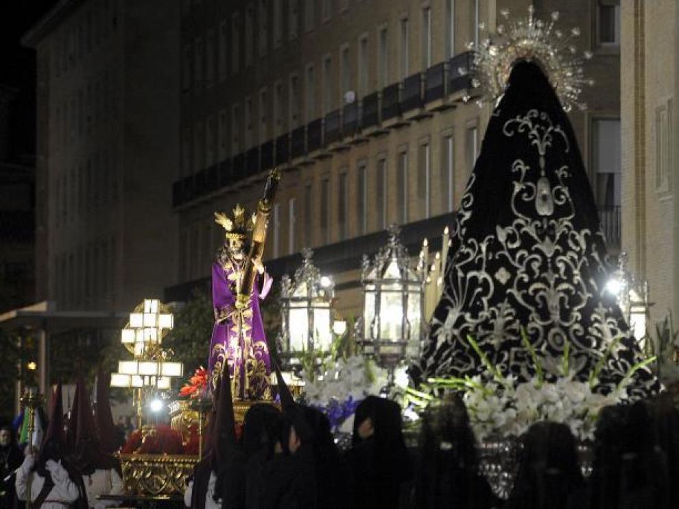 La Virgen Dolorosa y Jesús Camino del Calvario se reencontraron un año después en la plaza del Pilar.