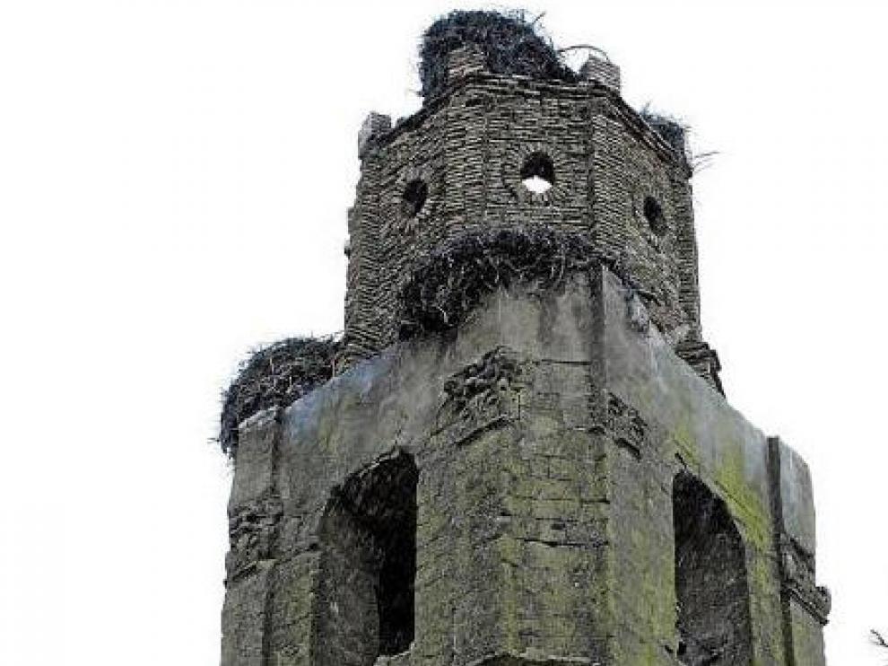 Así quedó la torre de la iglesia de Tramaced, tras desplomarse una parte el pasado jueves