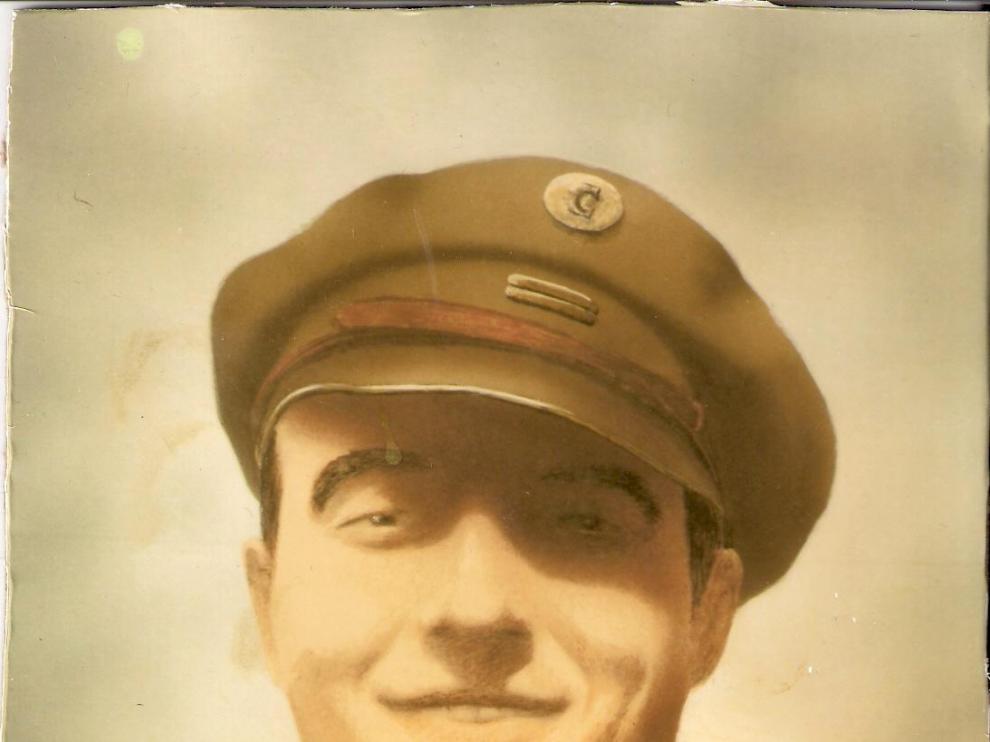 Miguel Alcubierre, con uniforme de comisario político (julio de 1936-mayo de 1937)