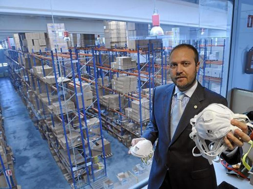 Luis Emilio Fernández Ibáñez, director general de Ventas y Márquetin de Faru, ayer, en el almacén.