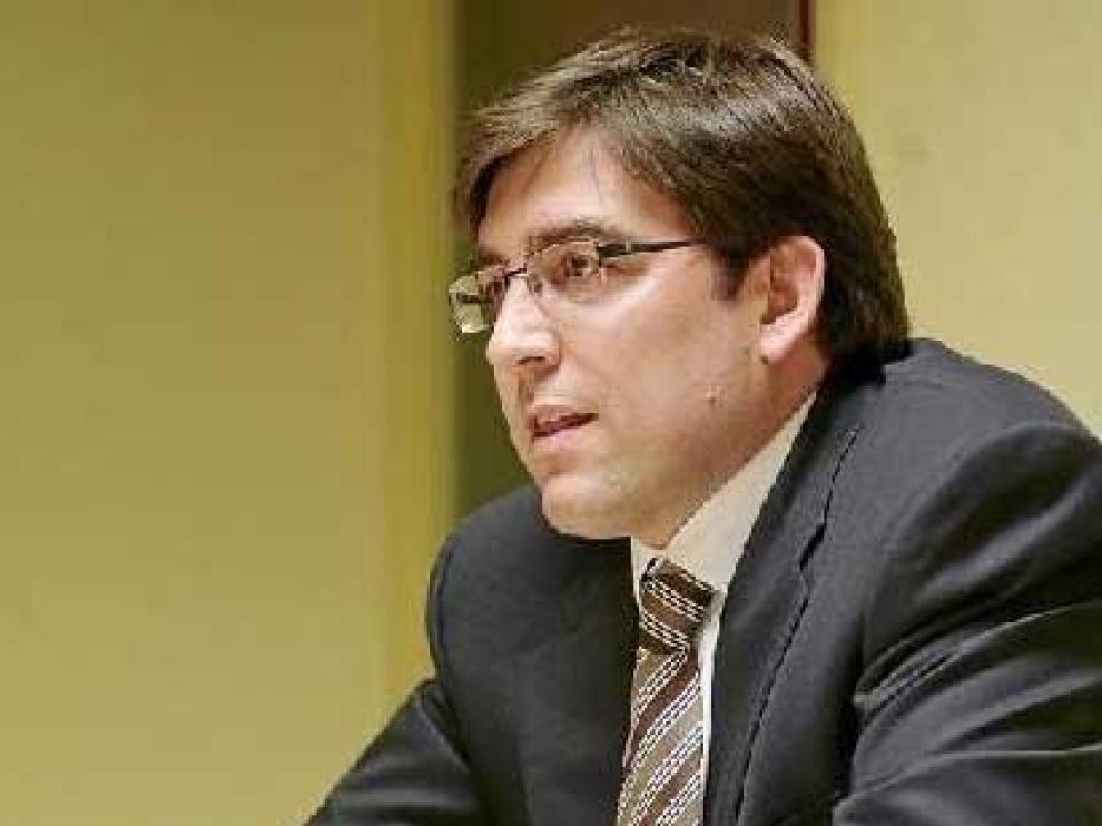 Reynaldo Benito, en la sala de juntas que existe en las oficinas de Basket Zaragoza 2002