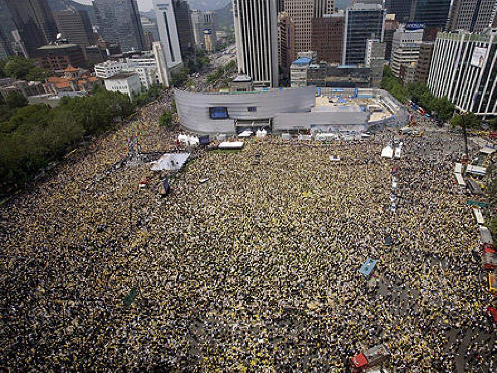 Una multitud despedía en Corea del Sur a su ex presidente