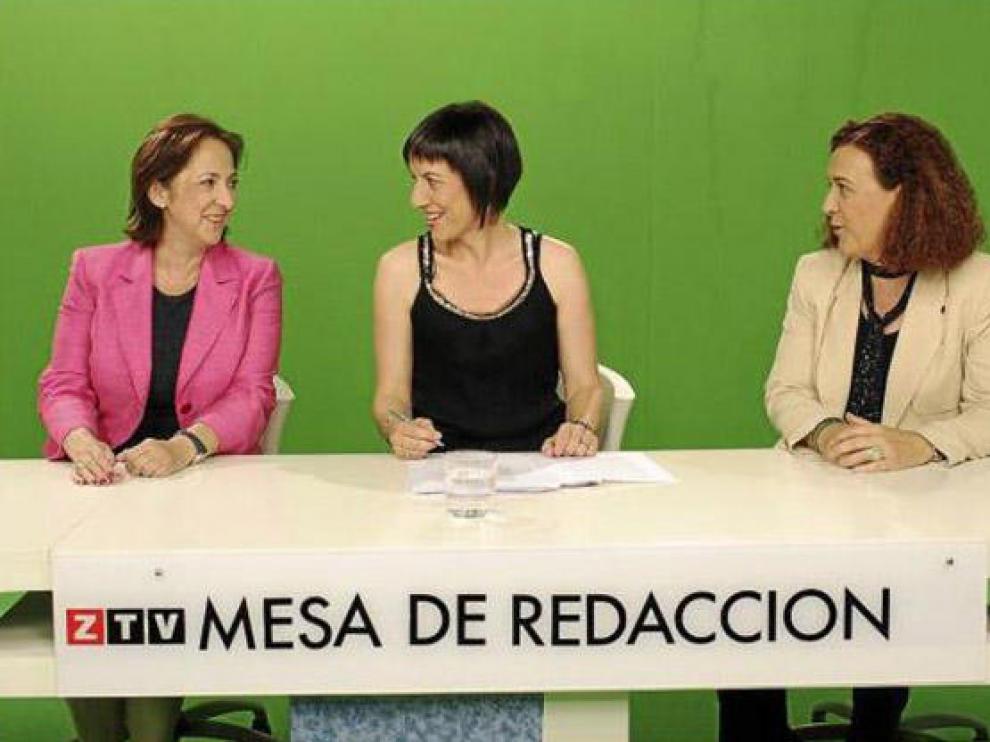 Verónica Lope -izquierda-, Inés Ayala -derecha- y la presentadora, Victoria Martínez, en el debate.