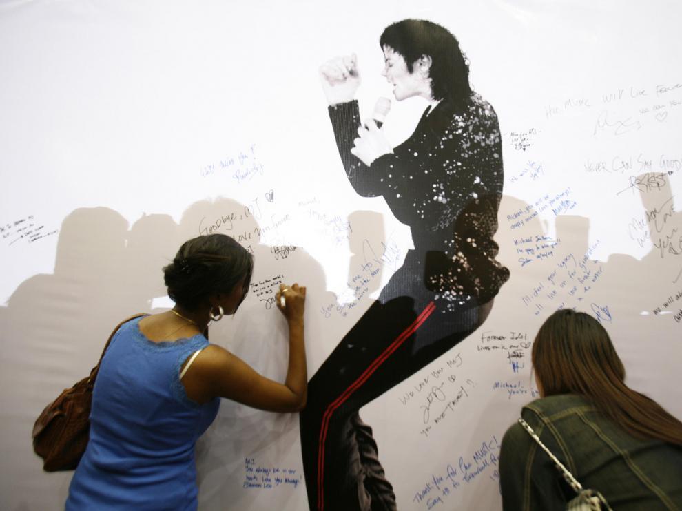 Firmas de fans por la muerte de Jackson