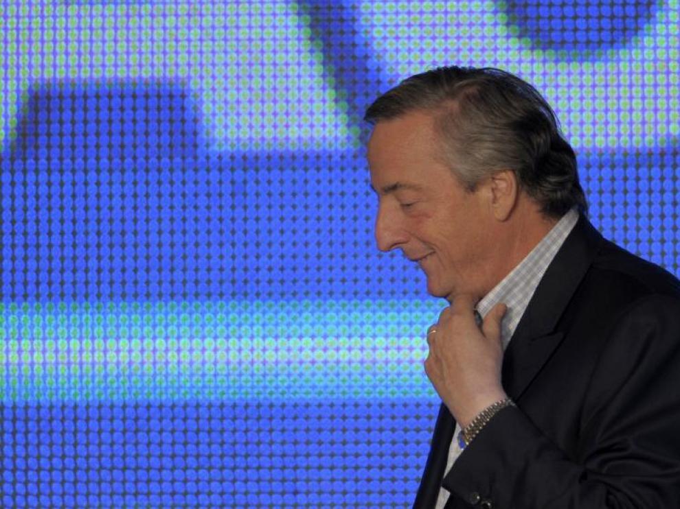 Néstor Kirchner ofreció el domingo una rueda de prensa tras su derrota en Buenos Aires.