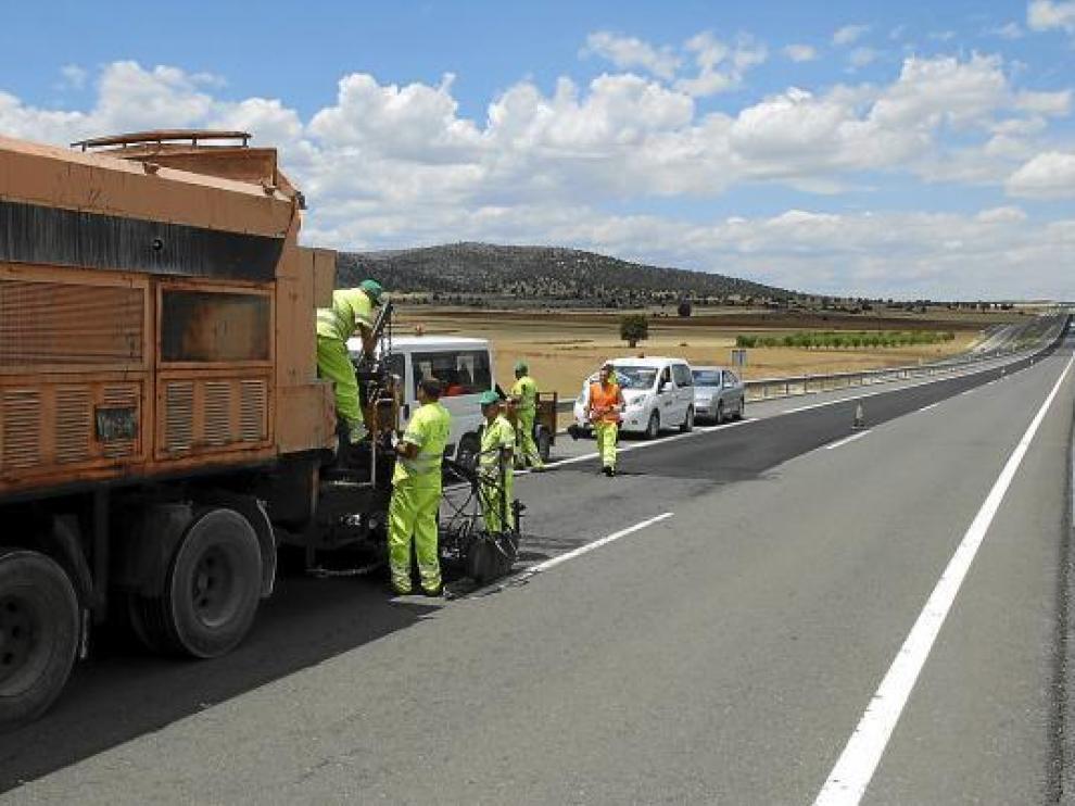 Reparación del pavimento en la autovía Mudéjar entre el puerto de Escandón y Sarrión.