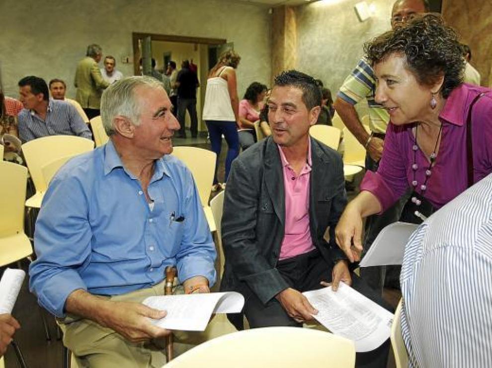 Jesús Solá, en el centro, en la última reunión del comité intercomarcal del PAR.