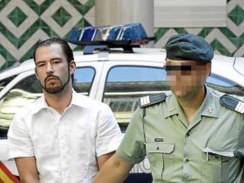 Miguel Alfaro, a la izquierda, y José Antonio Carrete, a su llegada a la Audiencia Provincial.